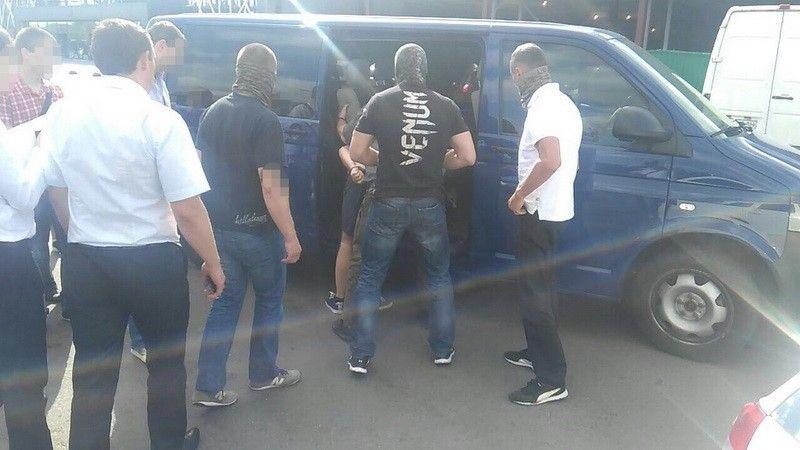 Правоохранители задержали вымогателя во время получения части дани в сумме 34 тысячи гривен / фото ssu.gov.ua