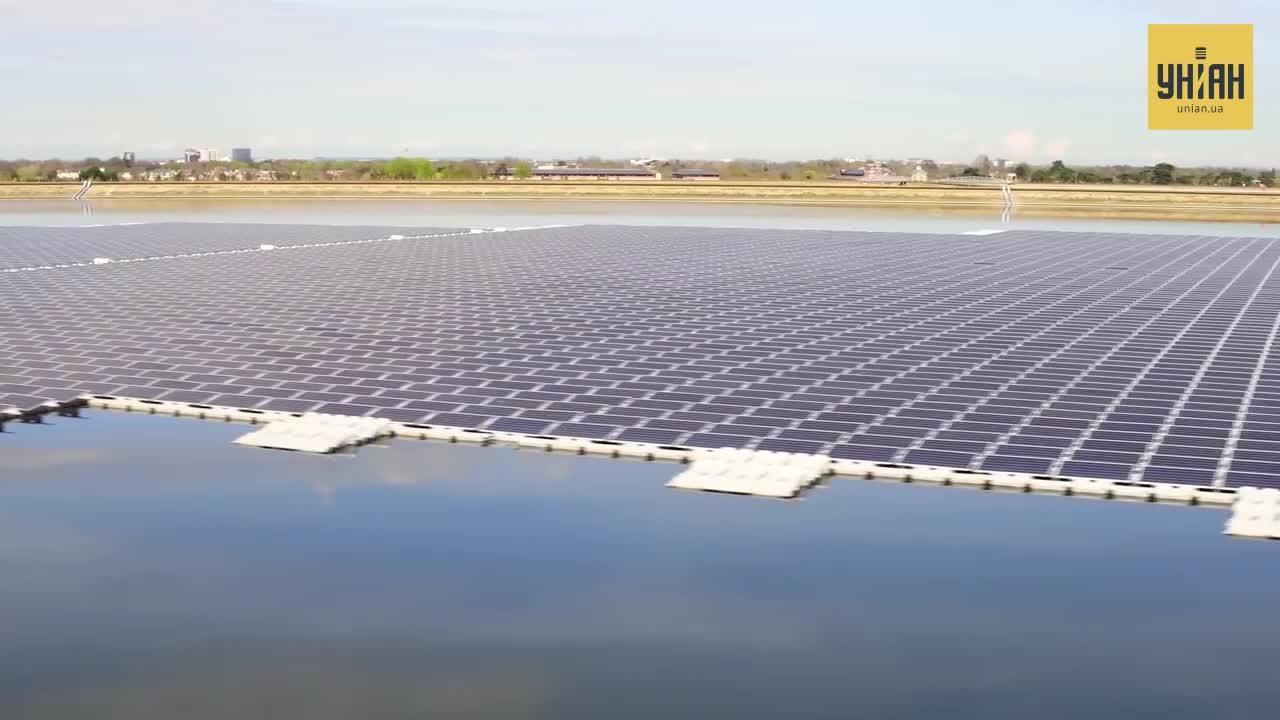 Винахідники вважають, плаваючі сонячні електростанції будуть користуватися попитом у острівних держав / скріншот УНІАН