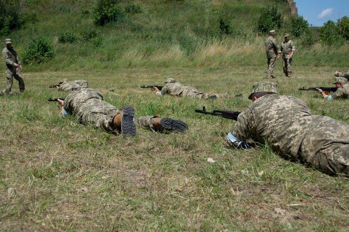 Мета -  залучення цивільного населення до охорони військових об'єктів  / фото прес-служба тода