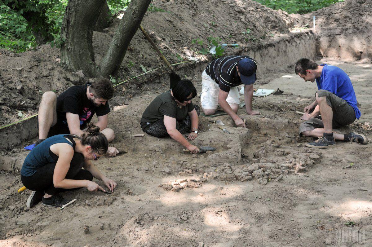 Піч для випалювання вапна виявлена у Чернігові уперше / Фото УНІАН
