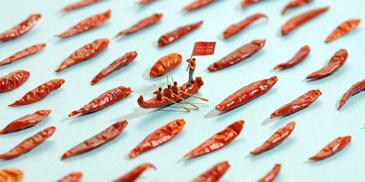 Японский художник создает миниатюры из бытовых вещей и продуктов / скриншот УНИАН