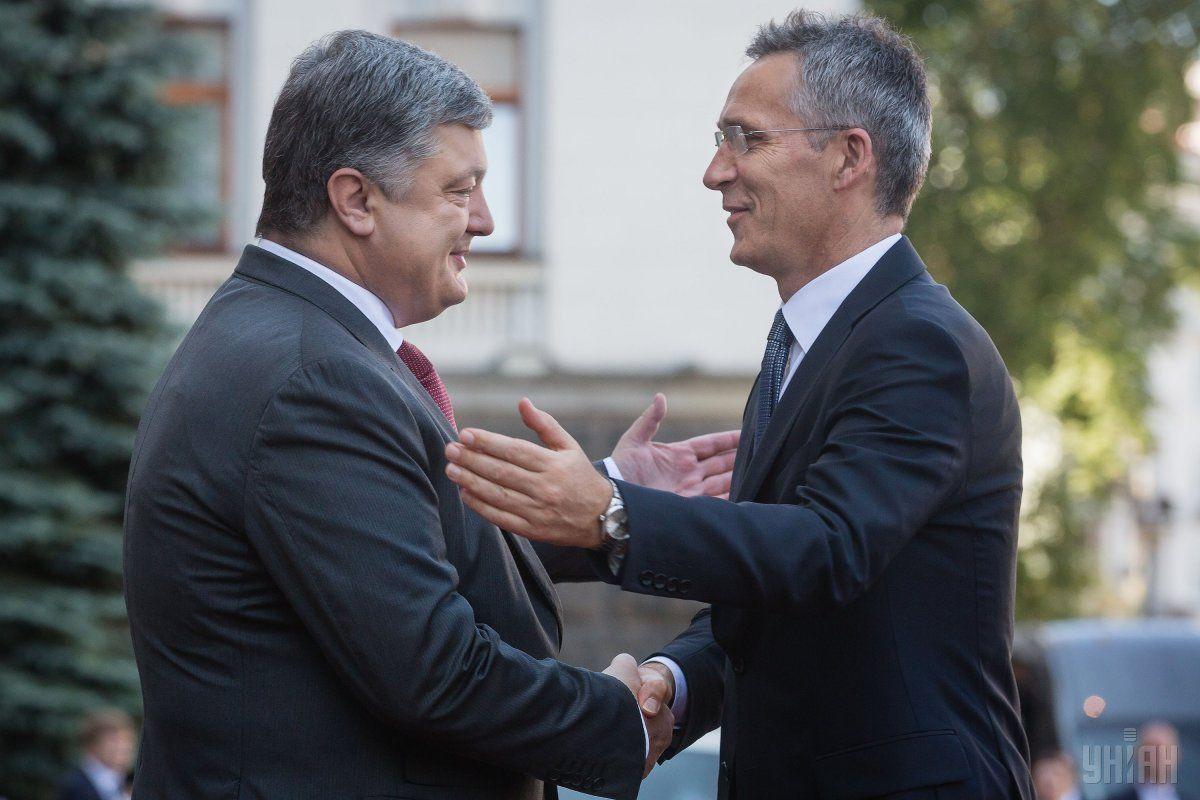 Президент Украины Петр Порошенко и генсек НАТО Йенс Столтенберг во время переговоров в Киеве / фото УНИАН