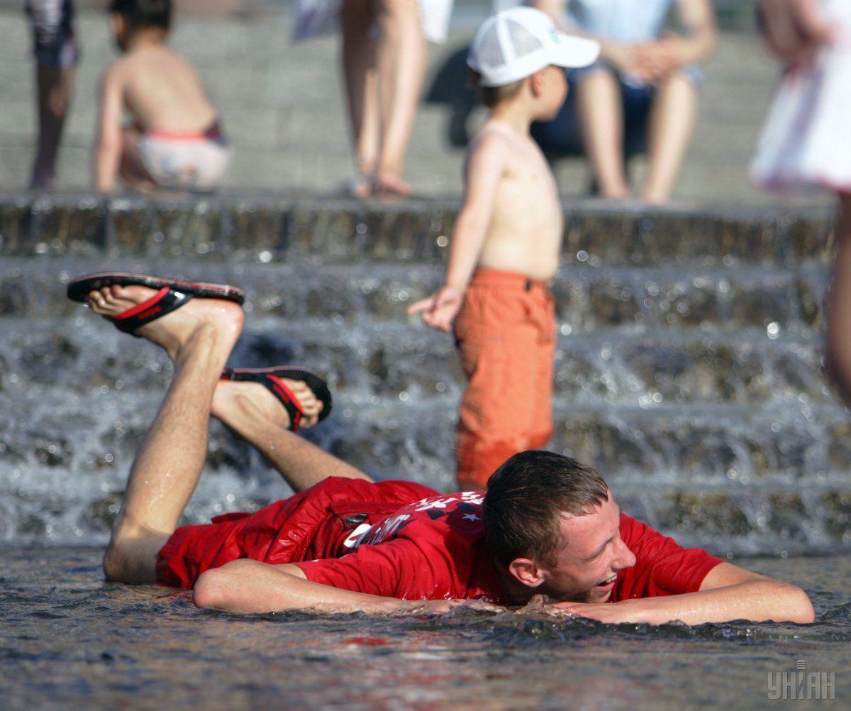Сьогодні спека в Україні посилиться: медики радять обмежити будь-яку активність