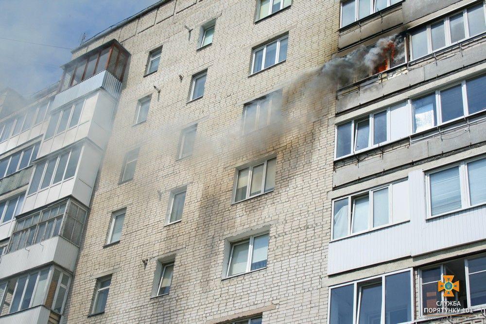 Пожежа виникла на балконі однієї з житлових квартир / фото ДСНС