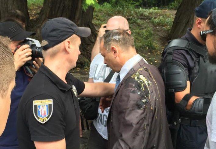 Рядом с Барной собрались правоохранители / фото twitter.com/IamKrus