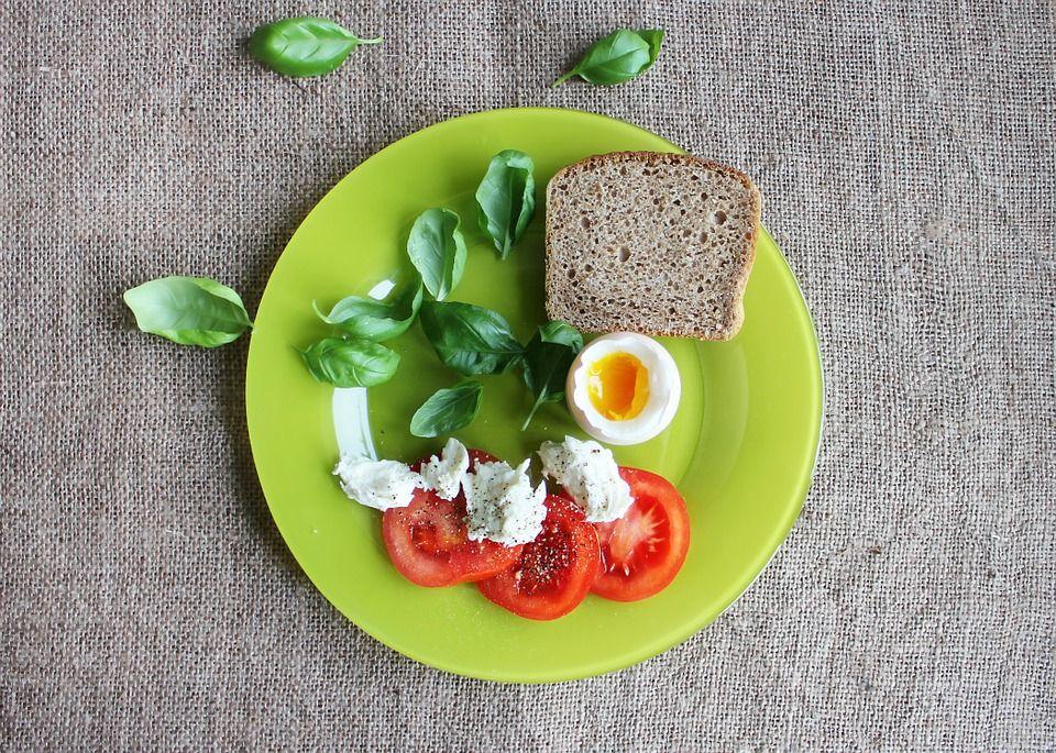 Каким должен быть завтрак - плотным или легким / pixabay.com