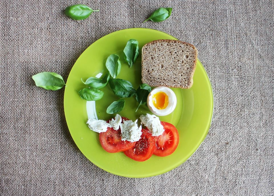 Специалисты рекомендуют не садиться на строгие диеты / фото pixabay.com