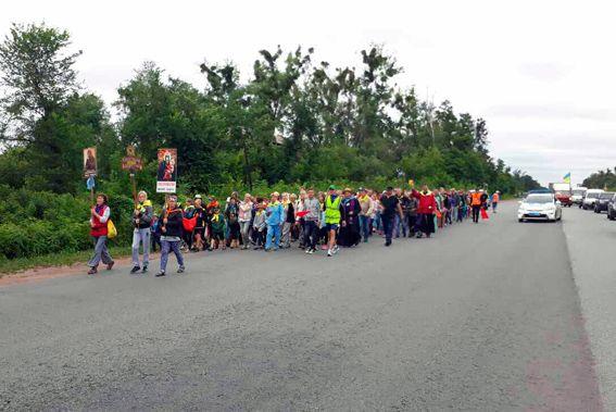 поліцейські супроводжують вірян територією області / ГУ НП у Житомирській області