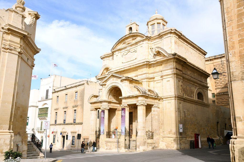 Парламент Мальты одобрил однополые браки
