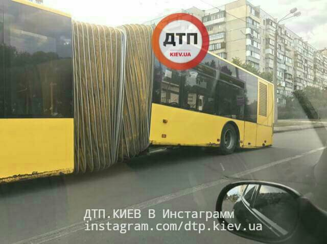 Автобус следовал по 101 маршруту / dtp.kiev.ua