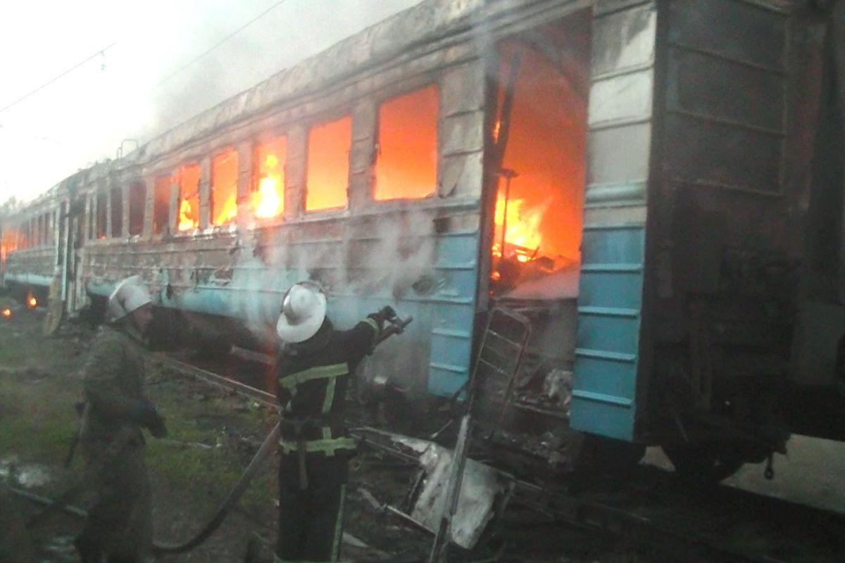 ВХарькове сгорели два вагона электропоезда, пострадавших нет