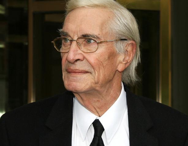 Актер умер на 90-м году жизни . Wikipedia