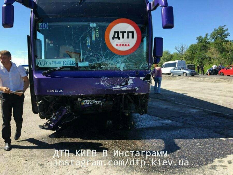 Кошмарная  авария натрассе Киев-Одесса: женщина шофёр  погибла