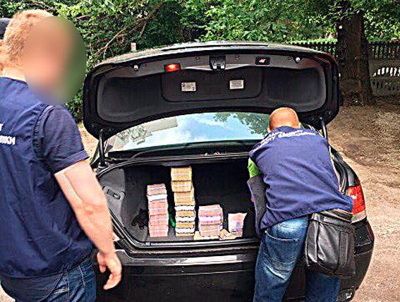 У зловмисників вилучили понад 9 мільйонів гривень готівкою / фото Нацполіція
