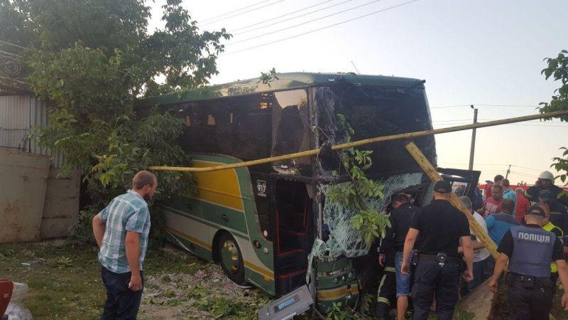 Громадяни Молдови поверталися з туристичної поїздки до Німеччини / Патрульна поліція Чернівців