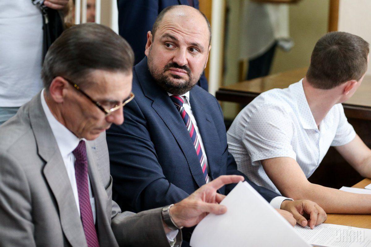 Борислав Розенблат с адвокатами на суде / фото УНИАН