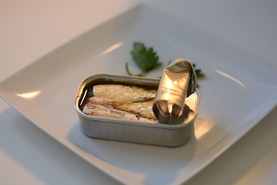 В Україні - нові випадки ботулізму: інфекціоністи не рекомендують вживати навіть рибні консерви
