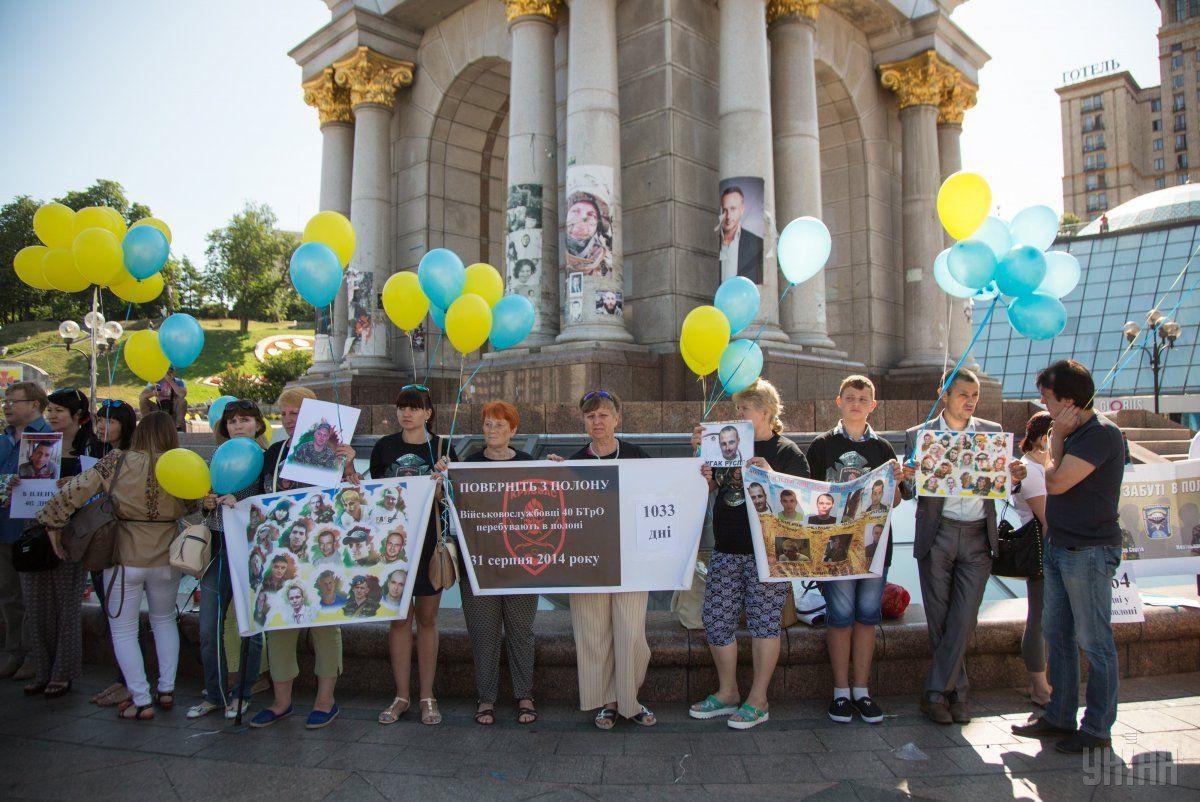 родственники украинских пленных на акции с требованием обмена / фото УНИАН