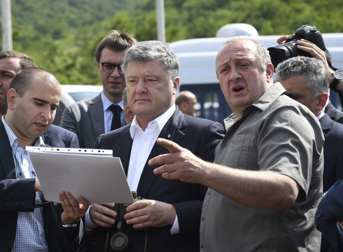 """Порошенко сподівається активізувати співпрацю з Грузією в доставці нафти по """"Шовковому шляху"""""""