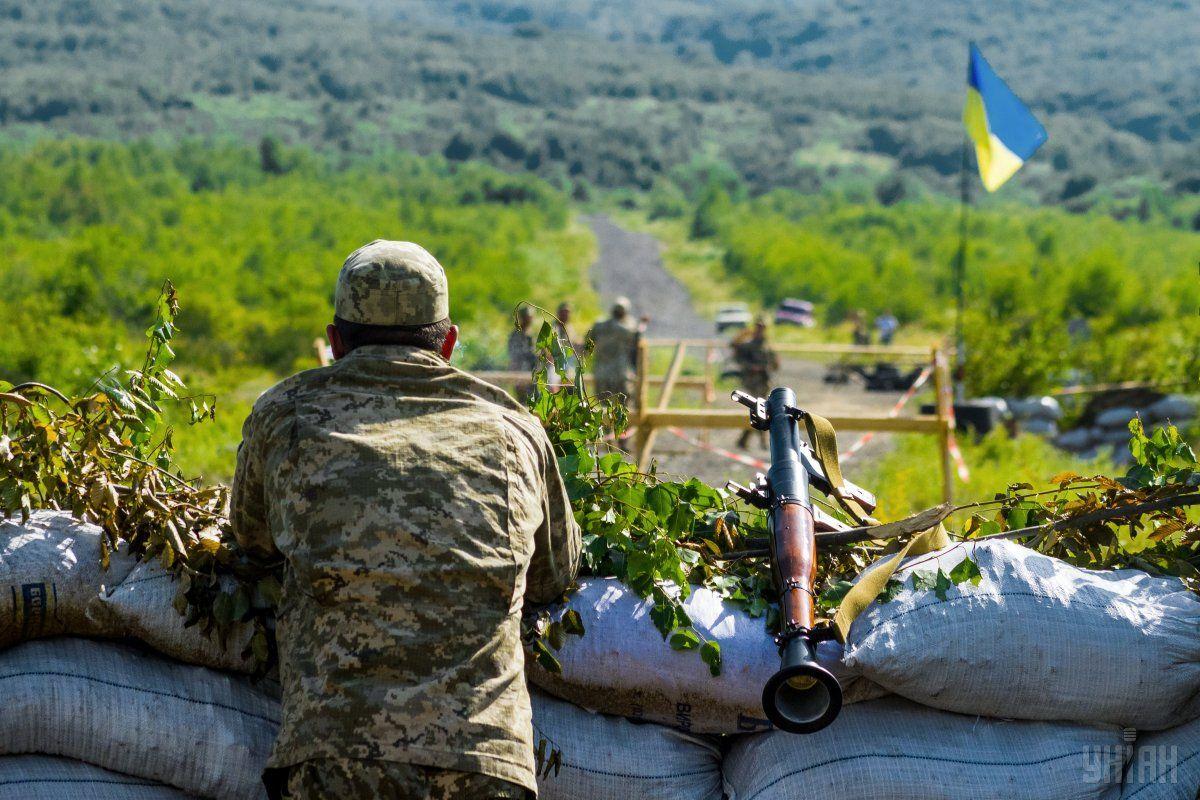 Прошедшие сутки на Донбассе ранены пятеро украинских военных / фото УНИАН
