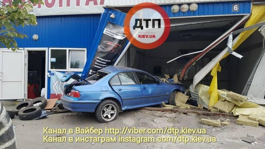 Водитель признался, что был пьян / фото facebook.com/dtp.kiev.ua