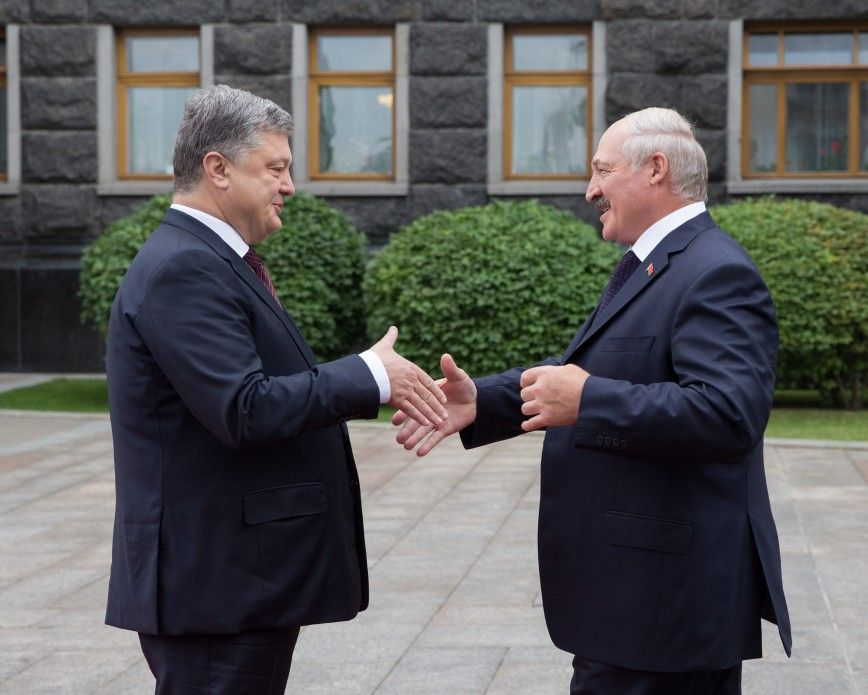 Лукашенко запевнив, що війна ніколи неперетне кордон— Порошенко