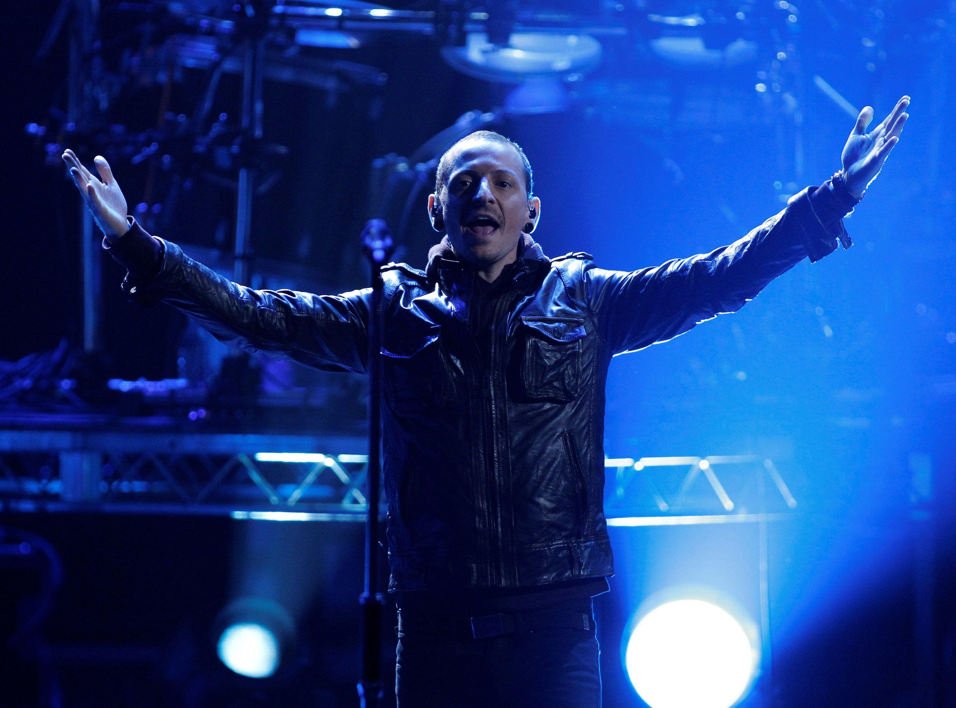 В сети появилось последнее шоу с лидером Linkin Park и первый после его смерти снимок репетиции группы
