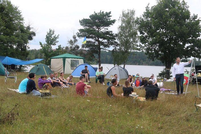 Молоді люди вчилися домовлятися та відстоювати свої позиції щодо принципових питань / фото oda.zt.gov.ua