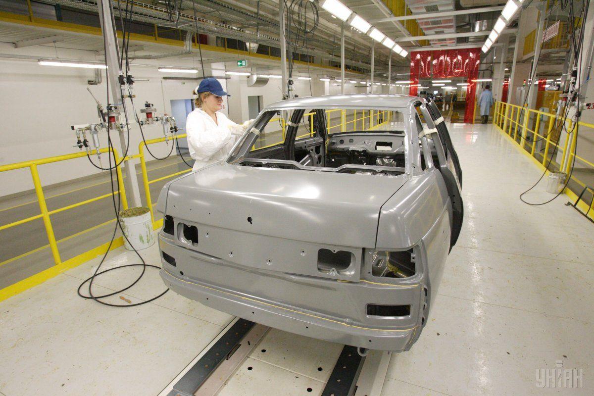 Виробництво автотранспорту знизилося на 17% / фото УНІАН