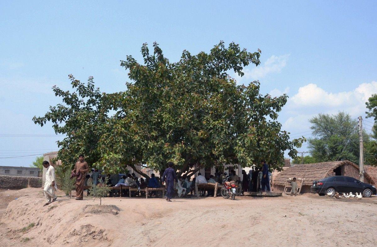 Місце засідання джирги в селі Раджапур / REUTERS