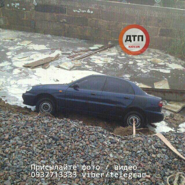 На Борщагівці провалився грунт / dtp.kiev.ua