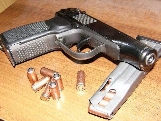 У Тернополі під час конфлікту чоловік вистрелив нападнику в живіт з травматичного пістолета / фото zbroya.info