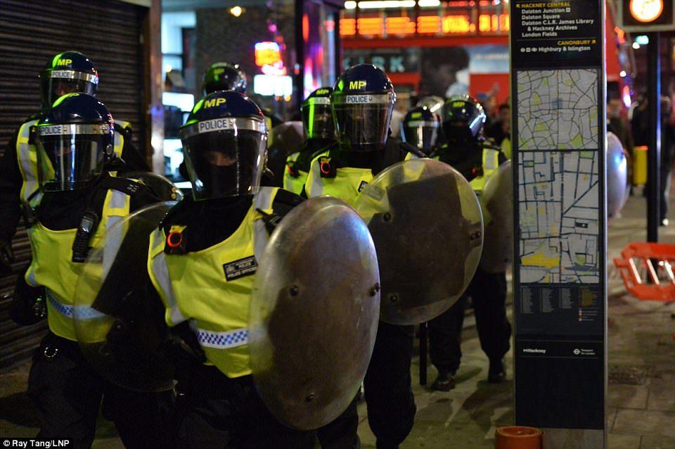 После мирной акции встолице Англии вспыхнули беспорядки