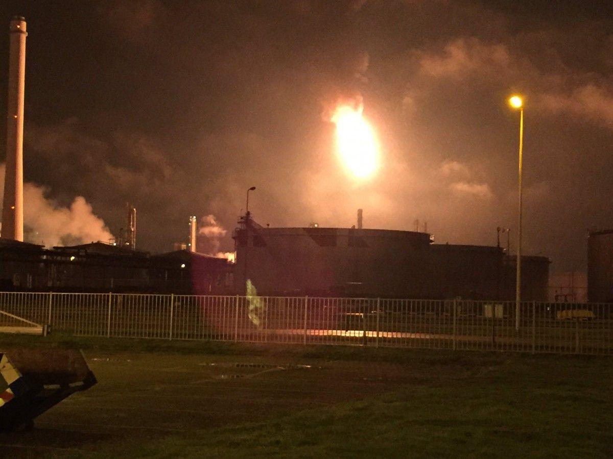 В Нидерландах на крупнейшем в Европе нефтеперерабатывающем заводе произошел пожар