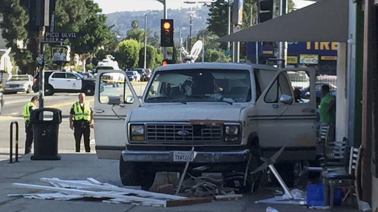 По сообщению полиции, все пострадавшие доставлены в медучреждения / фото Christina House, Los Angeles Times