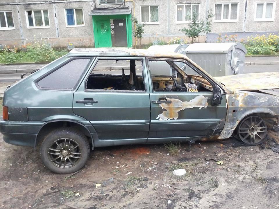 Спалена машина журналіста у Харкові / фото Facebook Игорь Русин