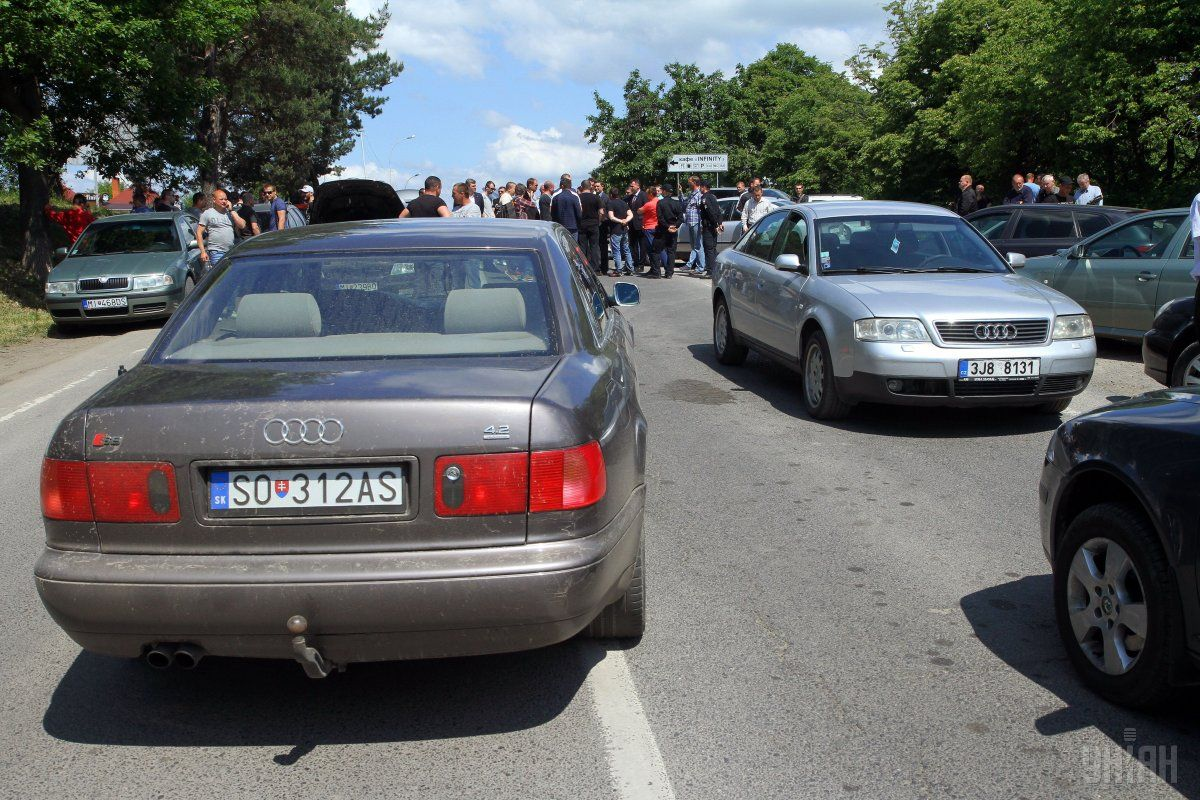 Протест владельцев авто на еврономерах / фото УНИАН