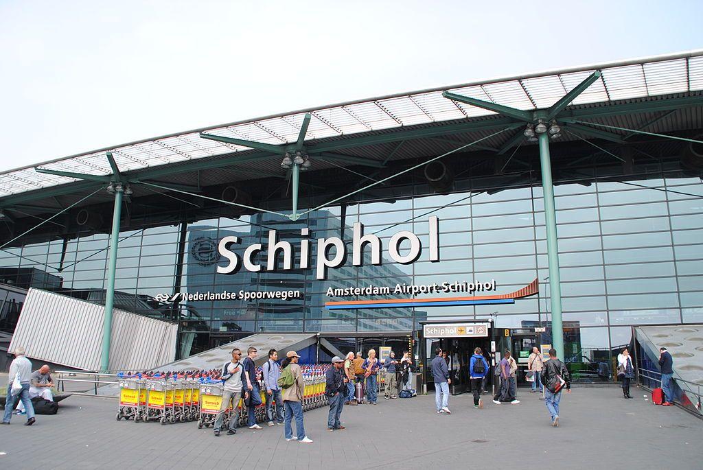 Задержанные имели при себе 33 украденные кредитные карты и 6 тысяч фальшивых евро / фото wikipedia.org