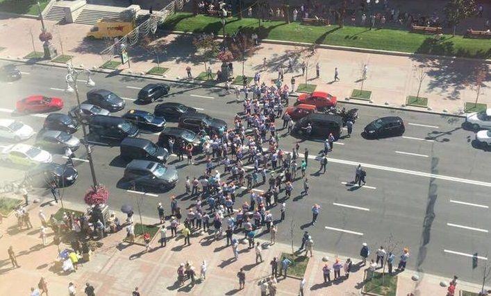 Парковщики перекрыли Крещатик напротив КГГА / facebook.com/ilyasagaidak