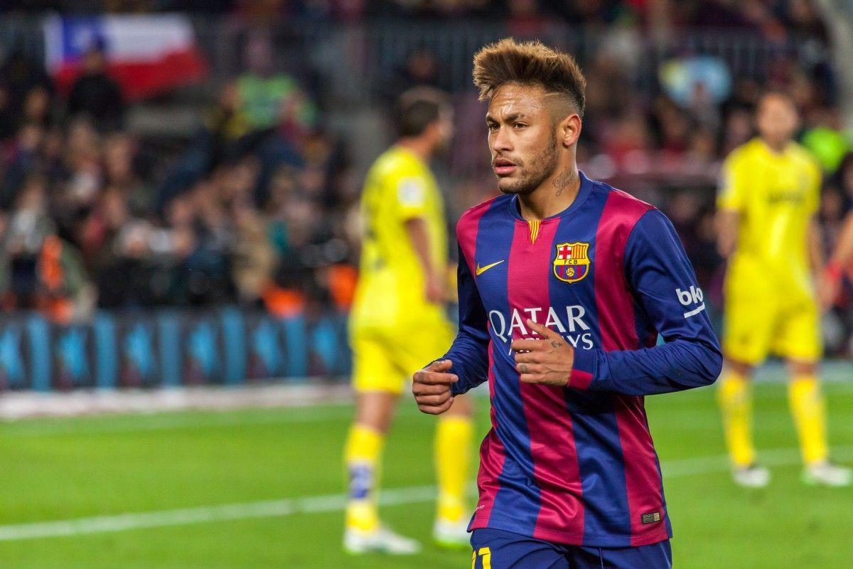Барселона уговорила Неймара остаться вклубе
