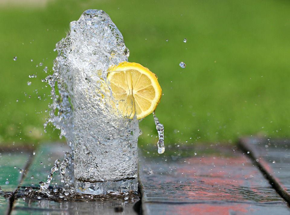 Вода стимулирует процессы вывода токсинов / pixabay.com