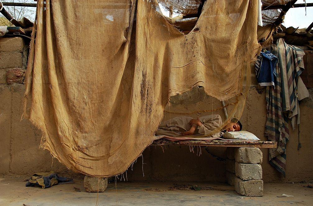 Многие люди предпочитают провести самое жаркое время во сне / Фото Hameediii via flickr.com