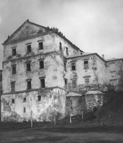 1.У Тернополі хочуть максимально відтворити первинний вигляд замку, щоб по мурах могли ходити туристи / фото NAC