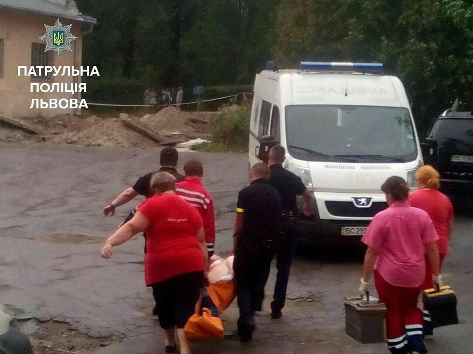 Больной впсихиатрической клинике Львова устроил бунт ивзял заложника