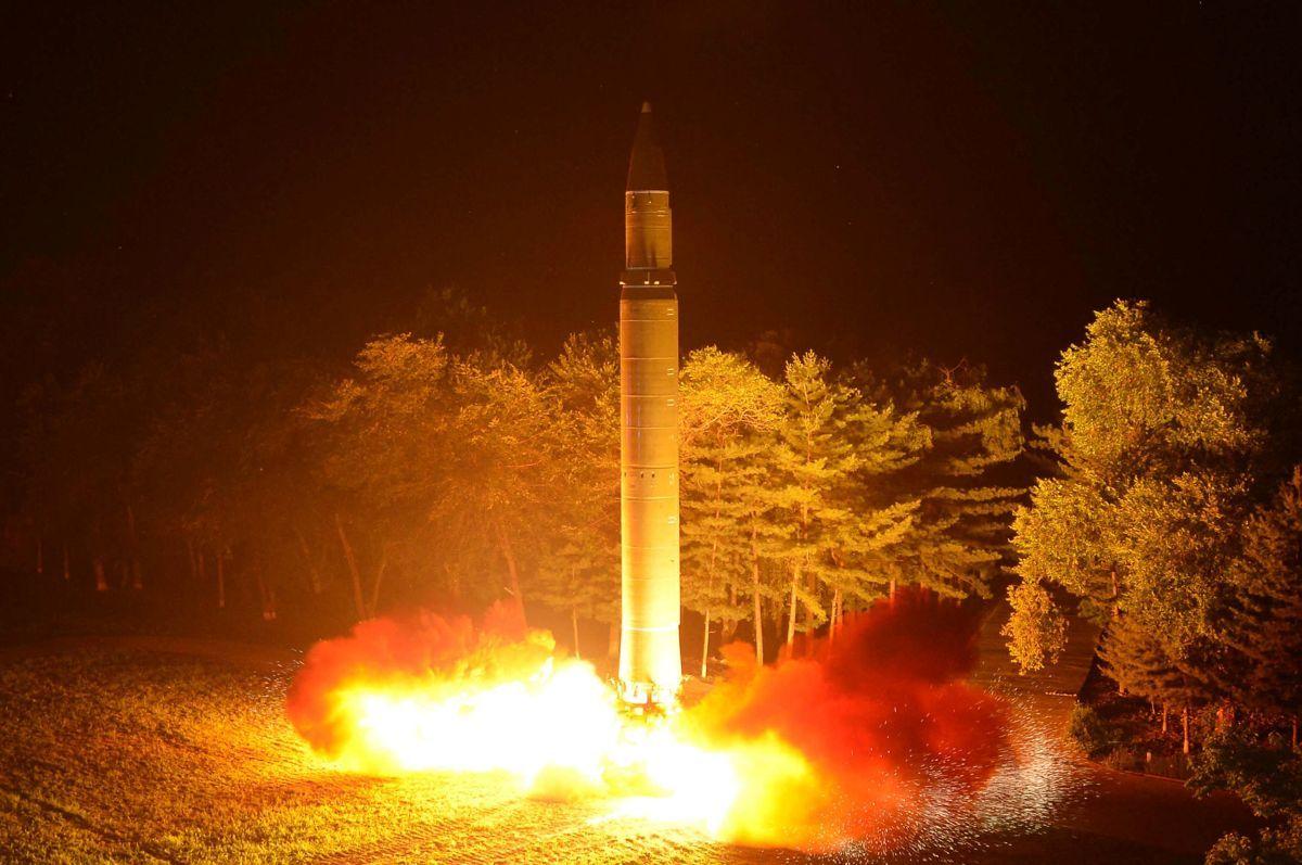 Запуск МБР Hwasong-14 / REUTERS