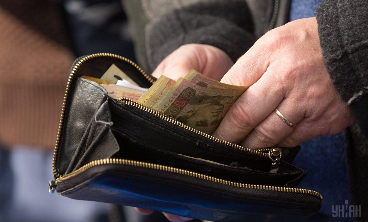 У пенсіонерів видурюють їхні заощадження / фото УНІАН
