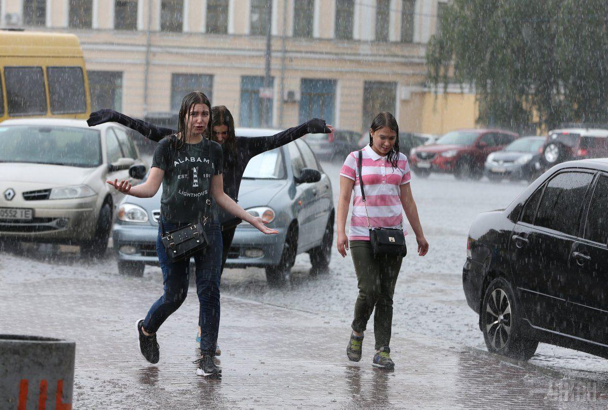 Столицу накроют дожди / фото УНИАН