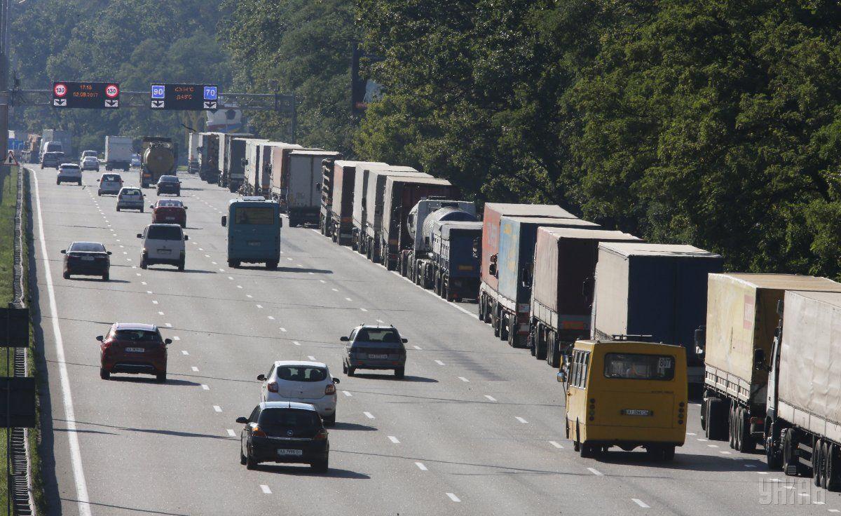 Через спеку в столиці обмежено рух вантажівок / фото УНІАН