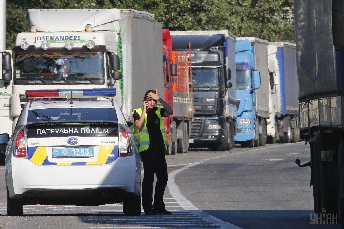 Даже самые большие штрафы проблему перегруза на украинских дорогах не решают / фото УНИАН