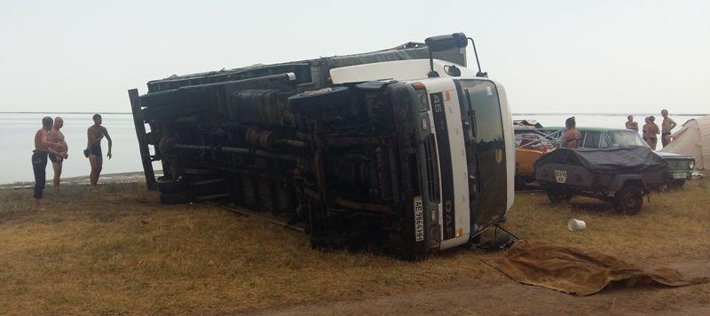 У Херсонській області через сильний вітер перекинувся автомобіль / ДСНС